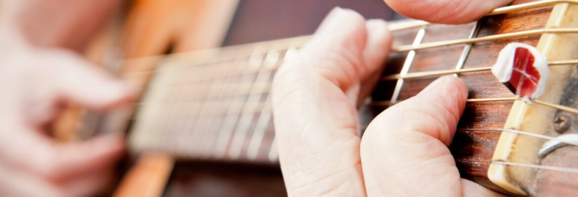 Fingers on the fret